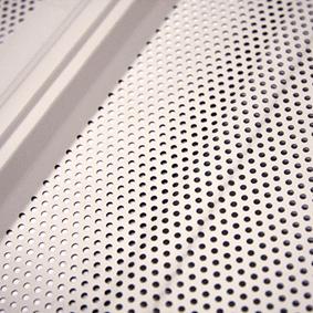 Perforatie van binnendoos voor geluidsisolatie