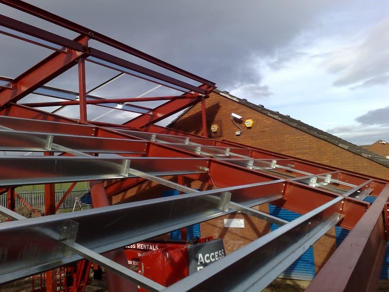 Z-gordingen in dak tussen de liggers