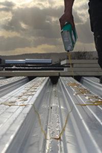 lijm isolatie op steeldeck dak