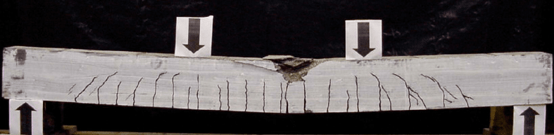 Betonbalk zonder wapening barsten onderzijde