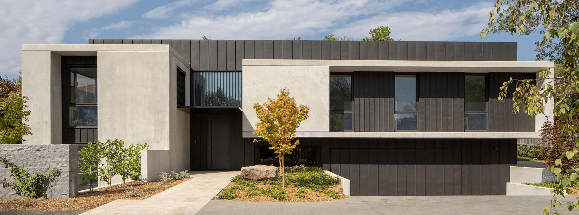 Woning in betonstructuur met sandwichpanelen