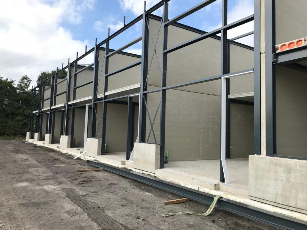 Betonpanelen als brandwand in staalstructuur